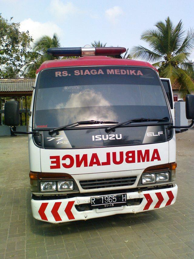 Mobil Ambulans Tim Medis RS Siaga Medika Banyumas yang Turut Serta dalam Kegiatan Pelayanan Kesehatan dan Pengobatan Gratis
